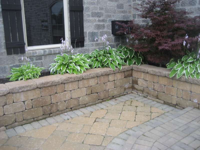 Paver patio and raised bed with decorative retaining wall